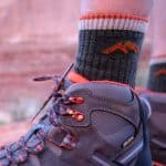 Best women hiking socks - title
